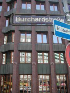 Frontansicht des Bauer-Verlagsgebäudes im Hamburger Kontorhausviertel